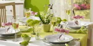 spring-table-decor-centerpieces-green-pink-theme-snowballs-lily-of-the-valley-650x325